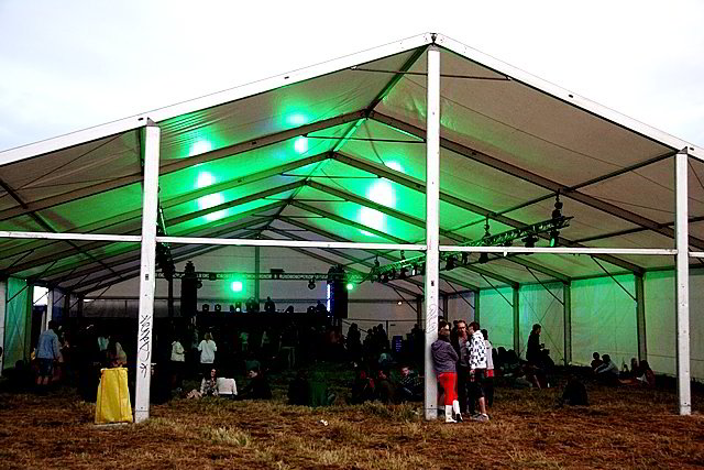 "Festivalio ""Satta Outside"" akimirka."