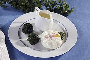 Be lukštų virti kiaušiniai su špinatais